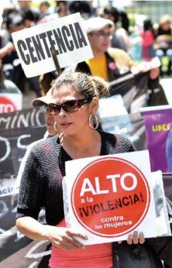 Defensor anuncia un   tribunal     para casos de  feminicidio irresueltos