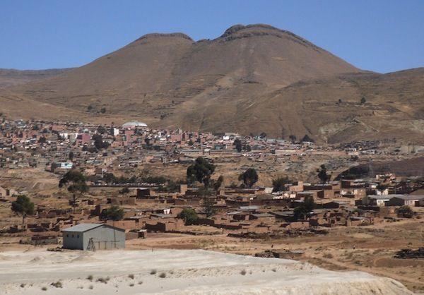 Una vista panórámica del municipio de Llalagua.