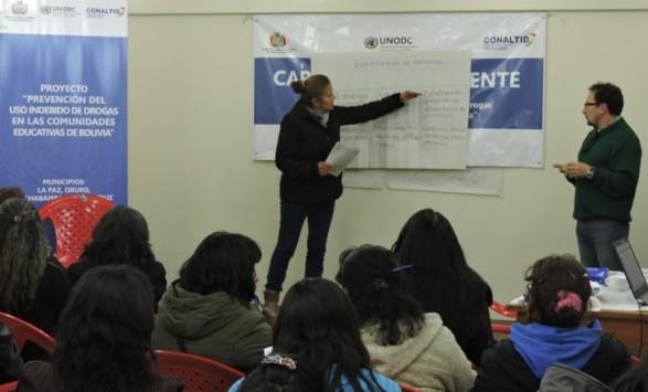 Maestros de Cochabamba realizan trabajos de grupos en torno a la prevención en el uso indebido de drogas en jóvenes y adolescentes. Foto: UNODC. -     Los Tiempos
