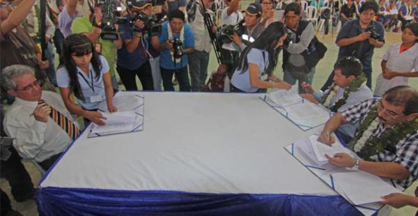 El presidente del BCB y de ENDE suscribieron el contrato del millonario crédito para la ampliación de la termoeléctrica de Entre Ríos