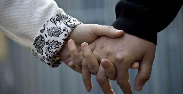 Los firmantes de este pacto podrán heredar del otro en igualdad de condiciones que los matrimonios y con las mismas obligaciones respecto de los hijos