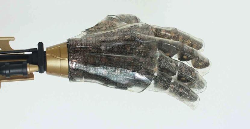 chip11 Llega la piel sintética capaz de sentir todo lo que toca