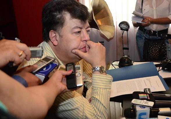 El exalcalde Edwin Castellanos en la conferencia de prensa que brindó ayer. - José Rocha Los Tiempos