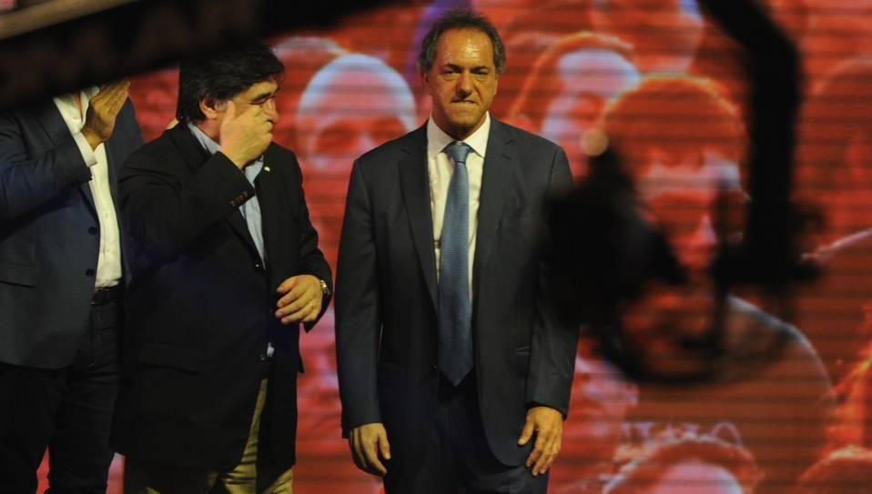 Daniel Scioli le pegó a Macri y reabrió la campaña de cara al balotaje. (Marcelo Carroll)