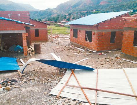Daños. Viviendas con destrozos ocasionados por los vientos huracanados en la población de Tipuani, norte de La Paz.