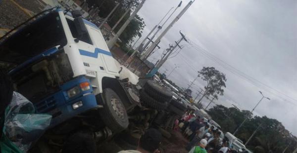 El hecho se produjo este domingo al promediar las 16:00, el camión estaba cargado con diésel