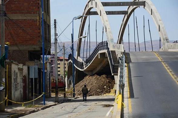 El paso a desnivel de la avenida 6 de Agosto e Independencia que se hundió el 22 de octubre. - Carlos  López Gamboa Los Tiempos