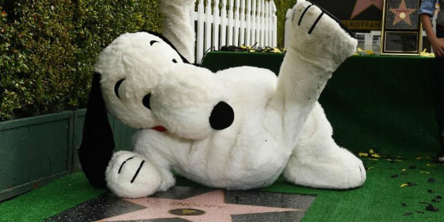Snoopy junto a su estrella en el Paseo de la Fama de Hollywood (Foto: Agencias)