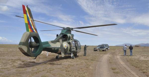 Este helicóptero de la FFAA apoyó el trabajo de la Aduana, el vehículo Mitsubishi era en el que intentaron escapar personas relacionadas con el cargamento de contrabando