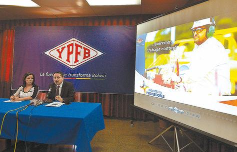 La Paz. El presidente de YPFB (derecha) dio ayer una conferencia sobre la Feria YPFB Compra 2015.
