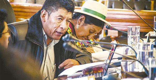 El senador y jefe de bancada del MAS sindicó al partido de Rubén Costas. El vocero Vladimir Peña le pide que sea responsable al acusar