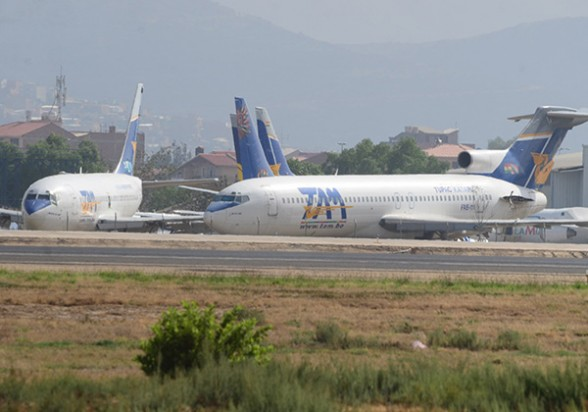 Aviones del TAM parados en el hangar de la base áerea de la FAB, en Cochabamba. - José Rocha Los Tiempos