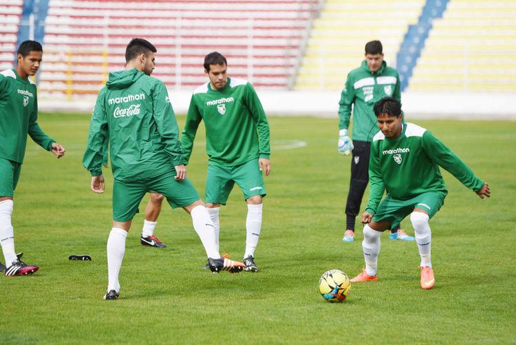 Práctica de la selección boliviana en el estadio Hernando Siles. Foto: Luis Salazar