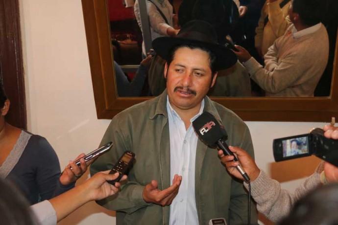 GOBERNADOR. Esteban Urquizu, ayer, en una entrevista con un grupo de periodistas.