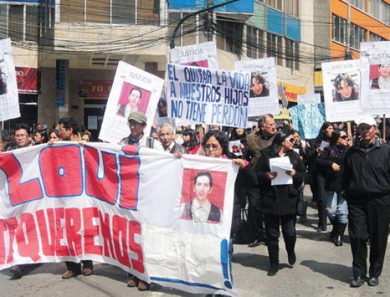 Protesta. Manifestantes exigen justicia para Loui, asesinado con 22 puñaladas por sus amigos, 2013.