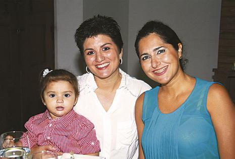 Carolina Román, Rosita Natusch y Marlenita Olazábal