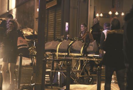 la huella del terrorismo el yihadismo golpea el corazón de francia por siria e irak Policías y bomberos no daban abasto para atender a los cientos de heridos por los atentados
