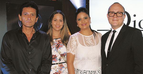 Rémer Antelo, Ana Paula Antelo, Ana Paula Égüez y Édgar Viloria recibieron a los invitados