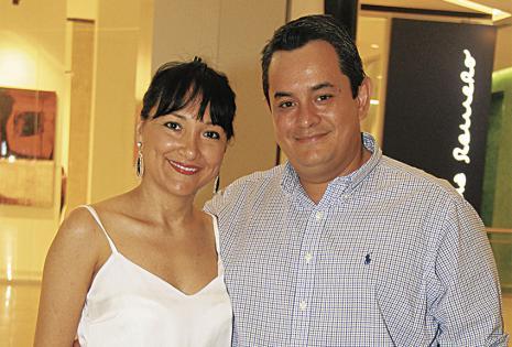 Sayonara Arriharan y Fernando Sivar, muy atentos en los consejos del perfumista
