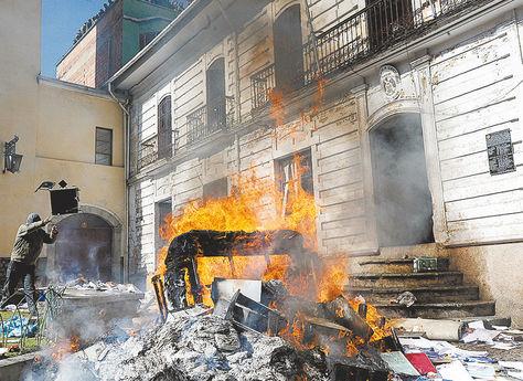 Conflicto. Policías de civil, en 2012, destruyen información de procesos que estaban en la Digipi.