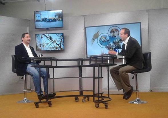 Luis Arce (izq.) ayer durante la entrevista con el programa El Pueblo es Noticia.   el pueblo es noticia -     Los Tiempos