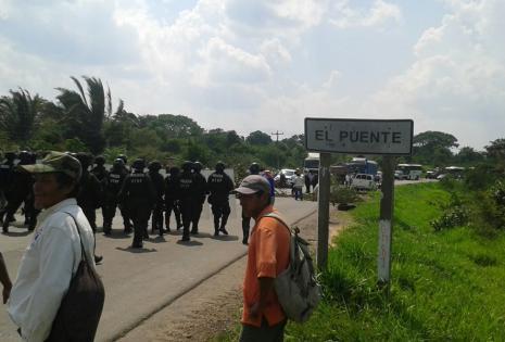 Toda la mañana de este lunes un grupo de campesinos de El Puente mantuvieron cortada la ruta que conecta con Beni/Juan Pablo Salvatierra