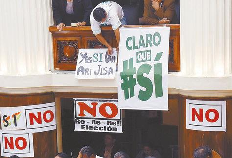 Asamblea. La campaña a favor y en contra de la repostulación marcó la sesión de aprobación de la consulta.