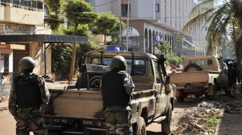 Operativo en el hotel Radisson de Bamako, en Mali. Foto: AFP