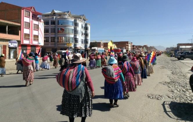 Tras siete días de caminata, una marcha que pide asfaltado llega hoy a La Paz para reunirse con Evo