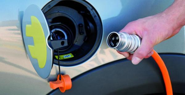 El Gobierno de Ecuador está comprando autos eléctricos y busca proveedores de baterías