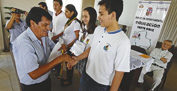 Los estudiantes destacados recibieron medallas y diplomas de parte de las autoridades educativas. Quieren seguir mejorando su nivel