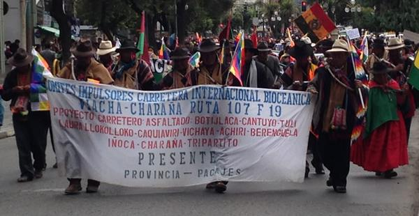 Ocho días los pobladores estuvieron en la carretera, marchando hacia la sede de Gobierno.