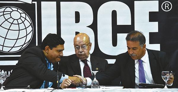 Ejecutivos del IBCE, empresariales y de la Aduana pusieron la lupa sobre el comercio ilegal en el país