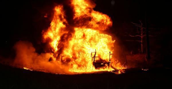 El incendio se produjo en el oleoducto Carrasco- Cochabamba, y obligó a cerrar la carretera