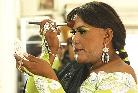 En los bailes, le gusta lucir 'impecable' con su maquillaje