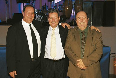 Hernán y Claudio Mansilla con Pedro Yovhío