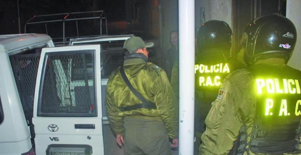 Un grupo de policías de Potosí procedieron a aprehender al alcalde de TacobambaUn grupo de policías de Potosí procedieron a aprehender al alcalde de Tacobamba