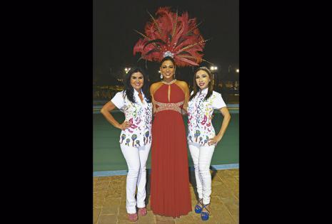 Tatiana Camacho (al centro) con Cindy Monasterio y Lilian Cuéllar