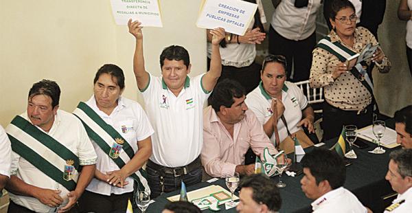 El asambleísta Edwin Muñoz criticó la gestión de Costas, indicando que no hizo obras de gran impacto