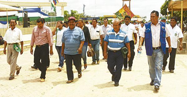 Las autoridades municipales encabezaron el desfile