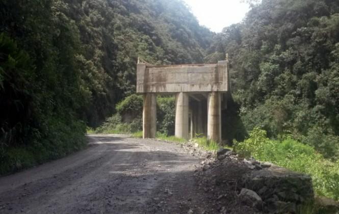 El extraño puente inacabado que no va a ninguna parte
