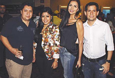 /en grupo. Roberto Rubín De Celis, Lucía Vásquez, Valeria Fehse Y Sergio Mier