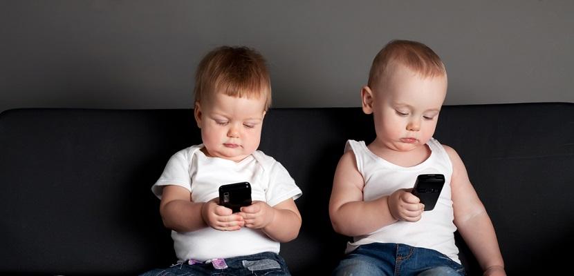 Ni%C3%B1os con smartphone 5 razones por las que no debes de comprarle un smartphone a tu hijo