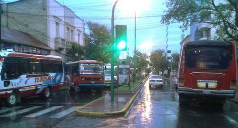 Choferes federados iniciaron bloqueos en el centro de la ciudad de Cochabamba