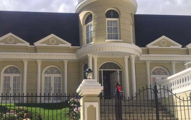 Gabriela Zapata vive en una lujosa vivienda que pertenecía al político Guillermo Fortún