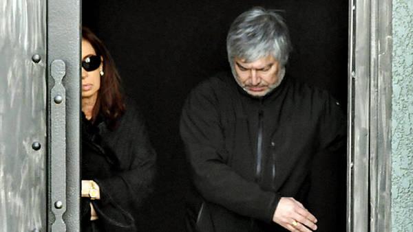 Cristina y Lázaro Báez, saliendo del mausoleo de Kirchner en Río Gallegos.