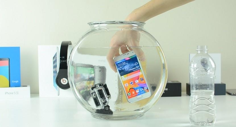 s5 agua 830x447 Se confirma que el Samsung Galaxy S7 será resistente al agua