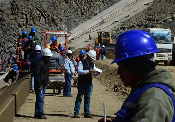 Obreros de la empresa china Camce en Misicuni, Cochabamba. - Los Tiempos Foto | Los Tiempos