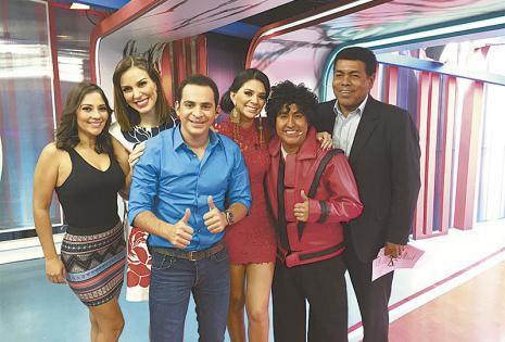 El equipo Aquí con Angélica Mérida, Gabriela Oviedo, Anabel Angus, Oliver Montoya y Fermín Zabala