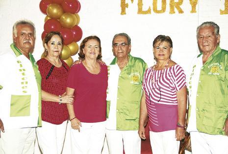 El anfitrión Nelson Villegas, Mary Paz Soldán, Mercedes Montaño, Édgar Rivera, Gladys Mercado y Miguel Justiniano aprovecharon el encuentro carnavalero para reforzar la amistad que los une